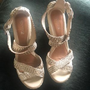 Woven wedge strap sandals